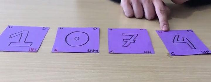 juego educativo con cartas