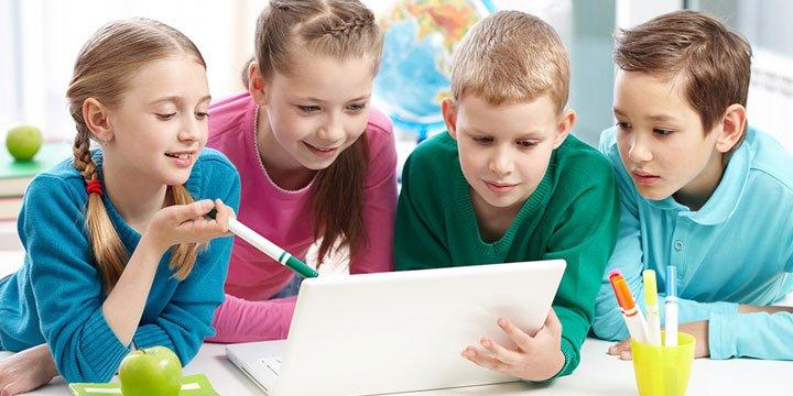 niños estudiantes digitales